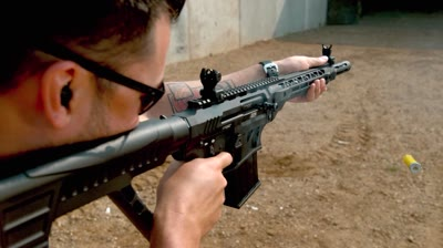 20-gauge semi auto has lighter weight, recoil than big-brother VR80.